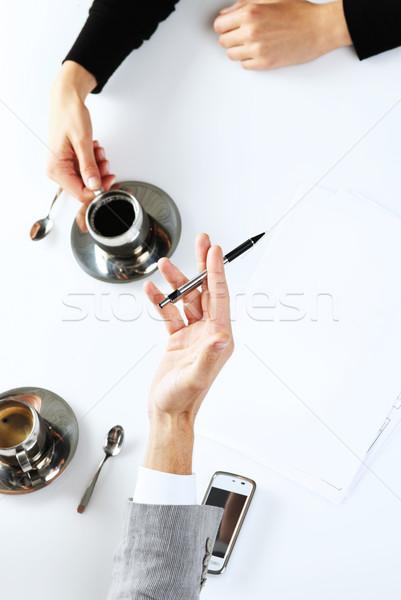 Primer plano manos los trabajadores de oficina de trabajo potable café Foto stock © stokkete