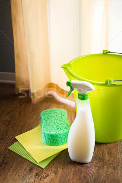 Spray detergente verde balde esponja Foto stock © stokkete