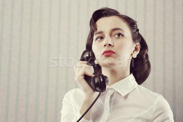 Kadın konuşma telefon portre Retro iş kadını Stok fotoğraf © stokkete