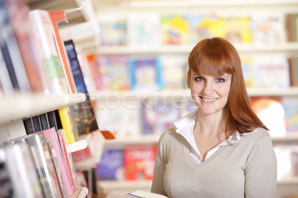 Сток-фото: улыбаясь · молодые · библиотека · портрет · студент