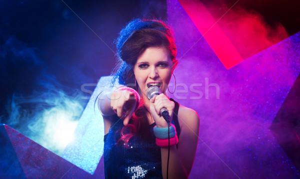 Młodych rock star piękna dziewczyna śpiewu etapie Zdjęcia stock © stokkete