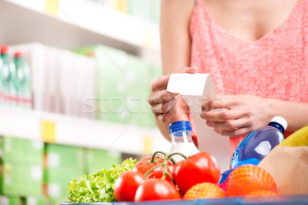 Supermarkt Erhalt unkenntlich Frau lange Lebensmittelgeschäft Stock foto © stokkete