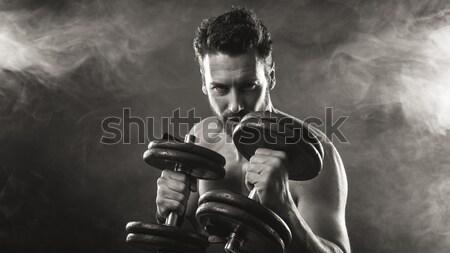 Cool aantrekkelijk man gewichten cap Stockfoto © stokkete