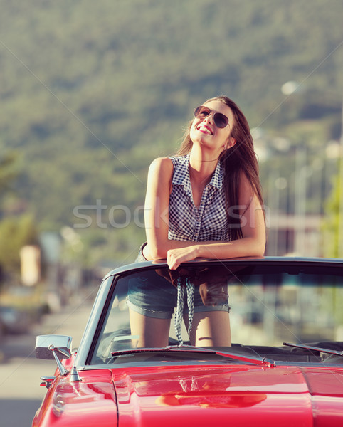 Weg reis mooie jonge vrouw auto genieten Stockfoto © stokkete