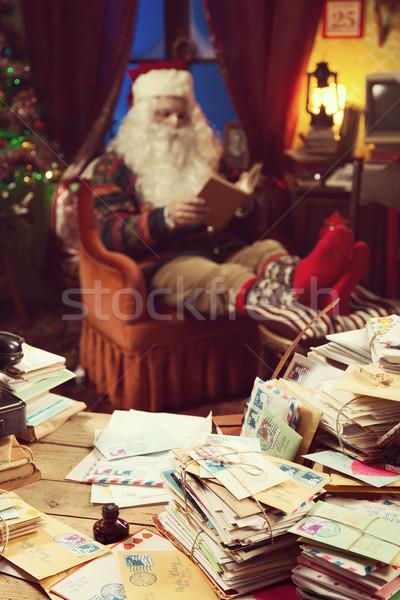 Zdjęcia stock: Święty · mikołaj · relaks · domu · niechlujny · biurko · czytania