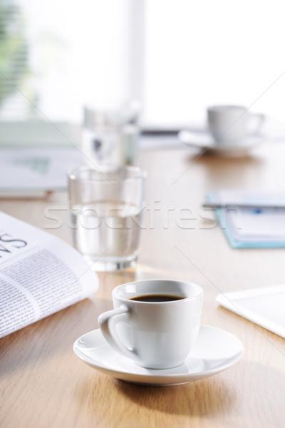 ビジネス オフィス シーン コーヒー 新聞 水 ストックフォト © stokkete