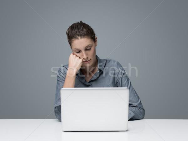 Stanco donna dormire ufficio seduta Foto d'archivio © stokkete