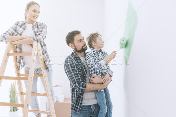 Foto stock: Família · pintura · quarto · juntos · feliz · jovem