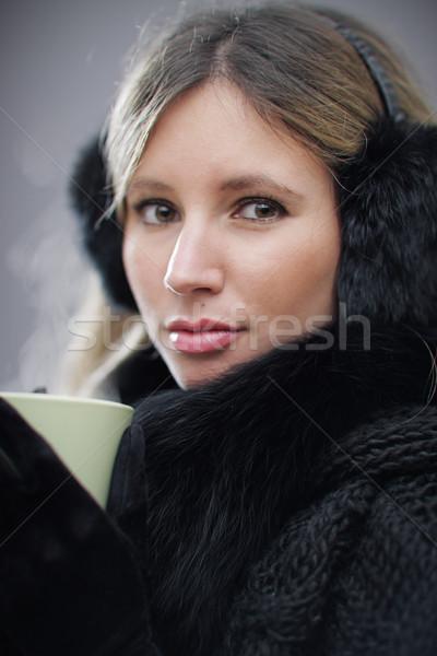 Indossare inverno vestiti bevanda calda poco profondo Foto d'archivio © stokkete