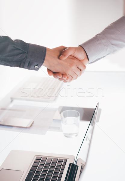 Handshake gens d'affaires réunion mains coopération Photo stock © stokkete