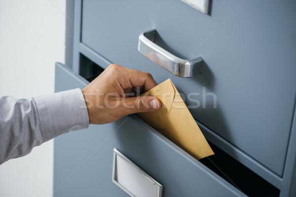 üzletember boríték fiók zárva adat archívum Stock fotó © stokkete
