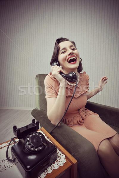 Derűs nő beszél telefon boldog klasszikus Stock fotó © stokkete