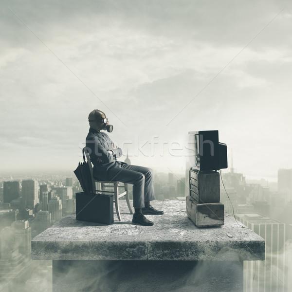 Szennyezés üzletember visel gázmaszk néz tv Stock fotó © stokkete
