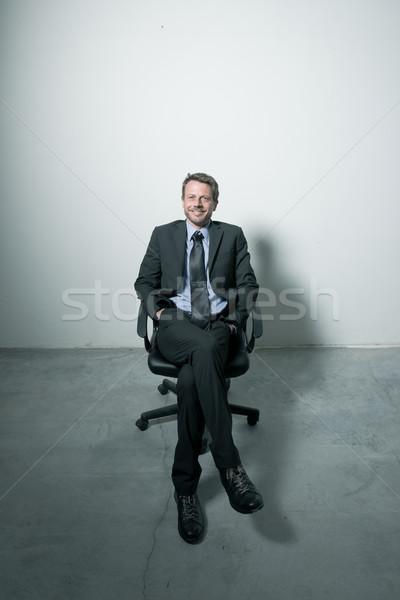 бизнесмен сидят офисные кресла конкретные полу человека Сток-фото © stokkete