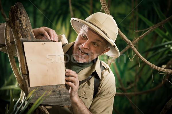 Derűs felfedező dől felirat erdő utazás Stock fotó © stokkete