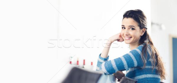 Pausa caffè cafe bella sorridere adolescente ragazza Foto d'archivio © stokkete