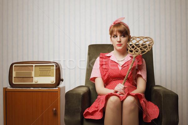 Huisvrouw portret ironisch retro vergadering fauteuil Stockfoto © stokkete