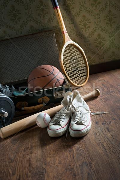 Vintage mala equipamentos esportivos lona sapatos Foto stock © stokkete