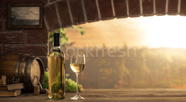 Vinho branco degustação adega copo de vinho garrafas Foto stock © stokkete