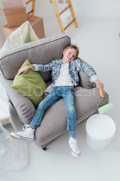 怠惰な 少年 塗料 アームチェア ホーム ストックフォト © stokkete
