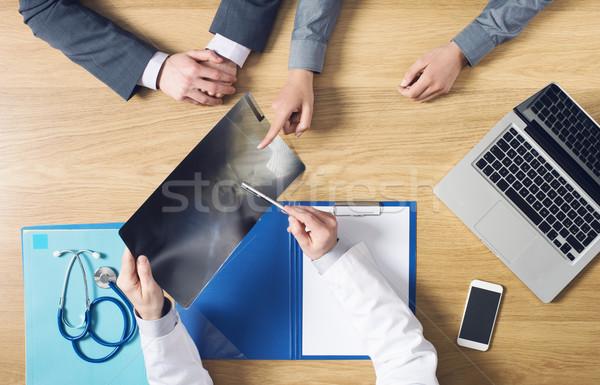 Asztali munka radiológus dolgozik asztal röntgen Stock fotó © stokkete
