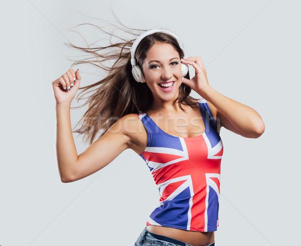 Derűs pop lány tánc mosolyog visel Stock fotó © stokkete