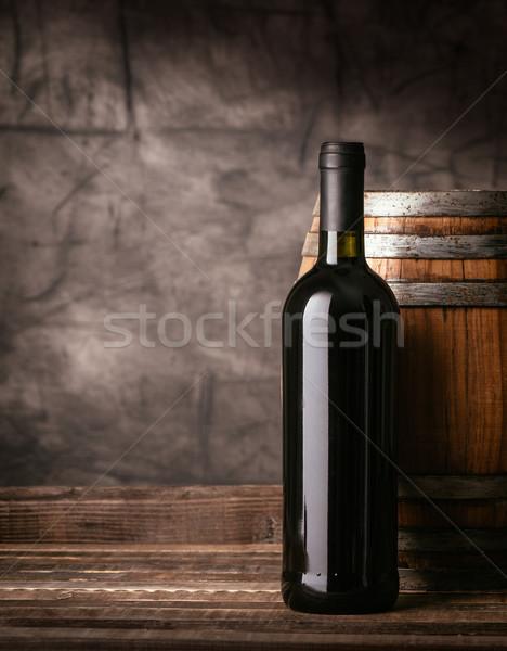 Rode wijn fles kelder houten vat traditioneel Stockfoto © stokkete