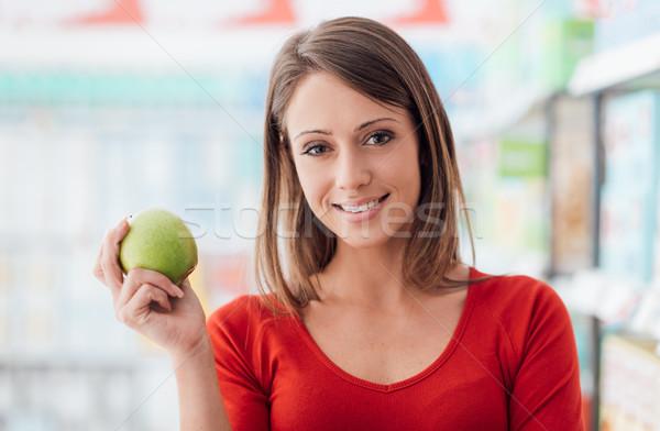 Gesunden frische Lebensmittel lächelnd Warenkorb Supermarkt Stock foto © stokkete