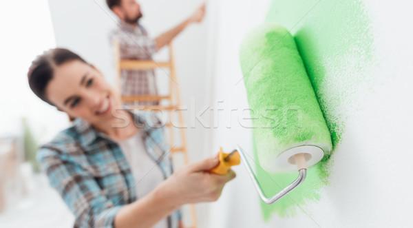 Otthon dekoráció rendbehoz boldog pár festmény Stock fotó © stokkete