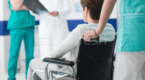 Médecins handicapées xray professionnels infirmière Photo stock © stokkete