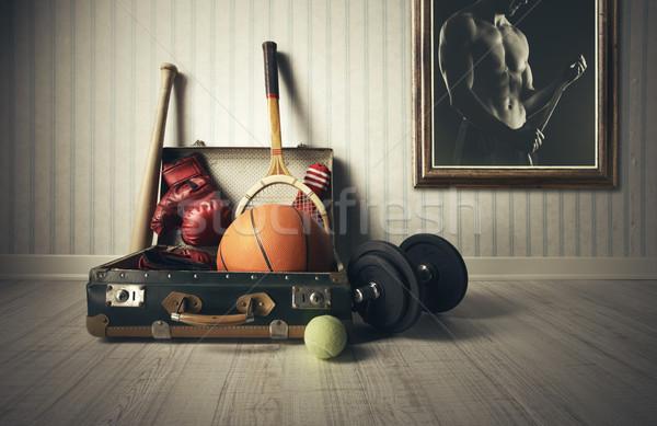 Sprzęt sportowy starych walizkę sportowiec Fotografia człowiek Zdjęcia stock © stokkete