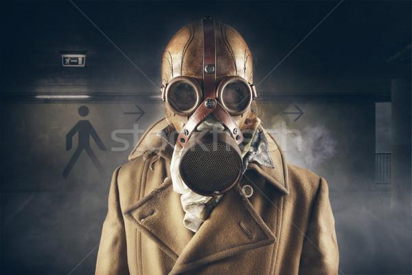 Grunge portret man gasmasker leuk masker Stockfoto © stokkete
