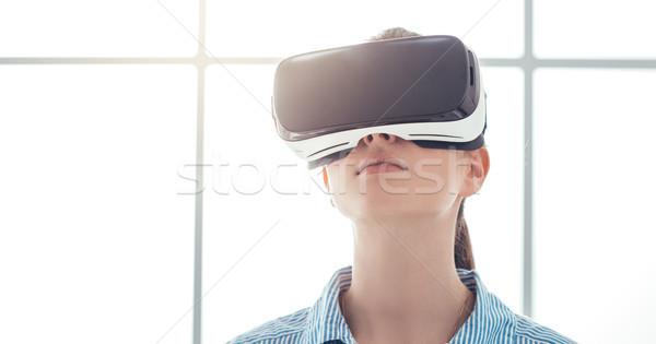 Virtual realidad auricular innovador Foto stock © stokkete