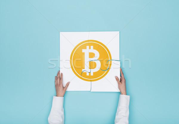 Vrouw puzzel bitcoin icon vermist stuk Stockfoto © stokkete