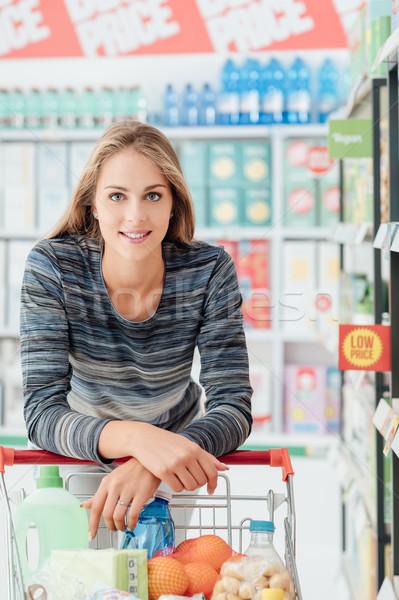 Foto stock: Compras · desconto · armazenar · feliz · mulher · empurrando