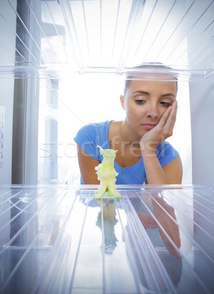 Zdjęcia stock: Kryzys · młoda · kobieta · nieszczęśliwy · zobaczyć · pusty · lodówka