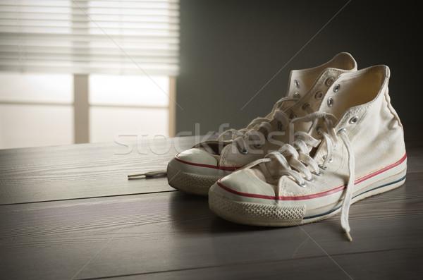 Fehér vászon sportcipők cipők ifjúsági kultúra stílus Stock fotó © stokkete