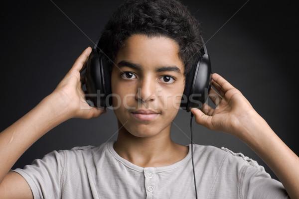 Foto d'archivio: Musica · ritratto · african · adolescente · ascolto · cuffie
