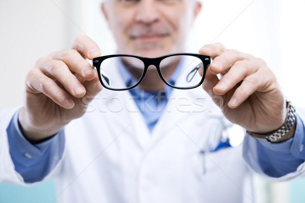 Göz doktoru çalışmak çift gözlük adam bakım Stok fotoğraf © stokkete