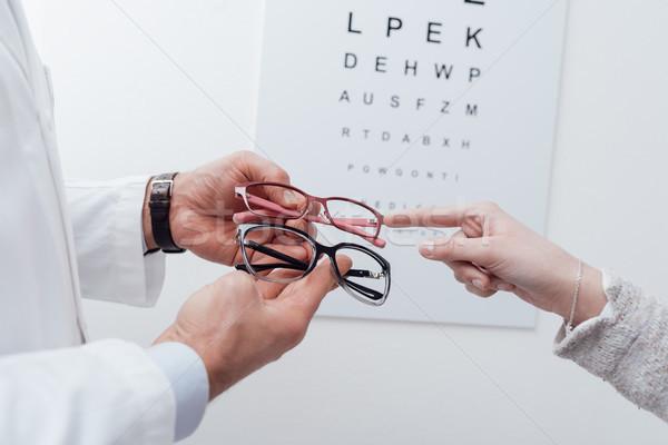 Kadın çift gözlük göz muayenesi gözlükçü Stok fotoğraf © stokkete