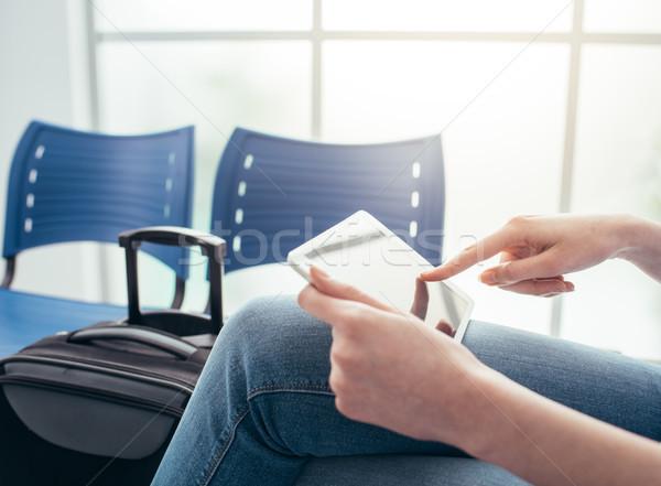 ストックフォト: 少女 · 待合室 · 空港 · ネットワーク · デジタル