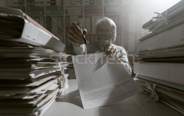 подписания договор старший служащий Сток-фото © stokkete
