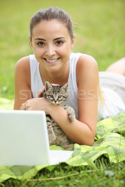 Meu melhor amigo beautiful girl gatinho laptop ao ar livre Foto stock © stokkete