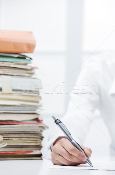Ofis işleri iş kadını yazı belge el Stok fotoğraf © stokkete