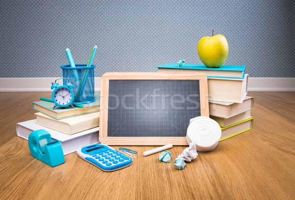 Vissza az iskolába iskolatábla színes irodaszer alma könyv Stock fotó © stokkete