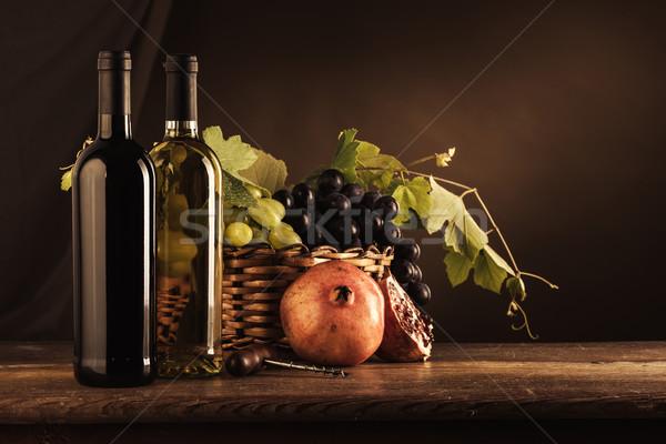 Wijnproeven vruchten stilleven wijn flessen Stockfoto © stokkete