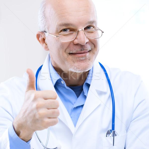 Médico una buena noticia amistoso sonriendo hospital Foto stock © stokkete