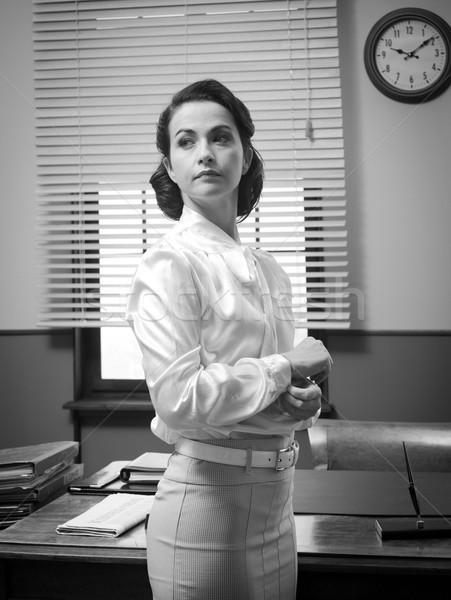 Aantrekkelijk oude zakenvrouw zakenvrouw kantoor shirt Stockfoto © stokkete