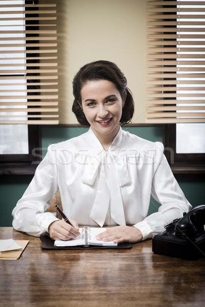 Charmant vintage receptionist werken schrijven Stockfoto © stokkete