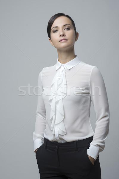 Femme mains élégante shirt fort attitude Photo stock © stokkete